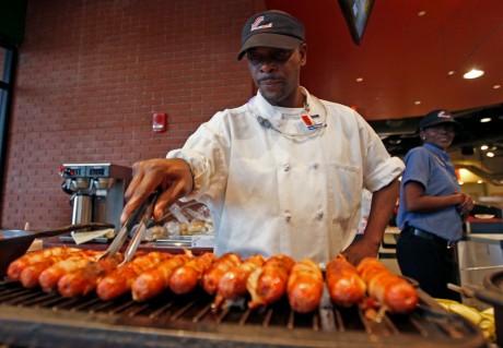Un vendeur de hot-dogs américain de St Lois aux États-Unis, REUTERS / Jeff Haynes