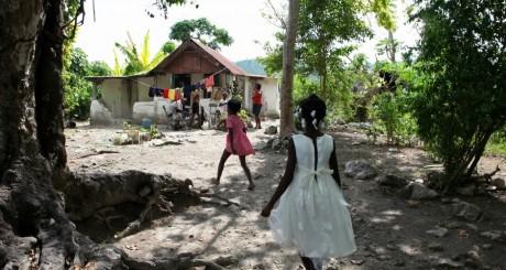 Une famille haïtienne, Saint Michel, Haïti. REUTERS/Marie Arago