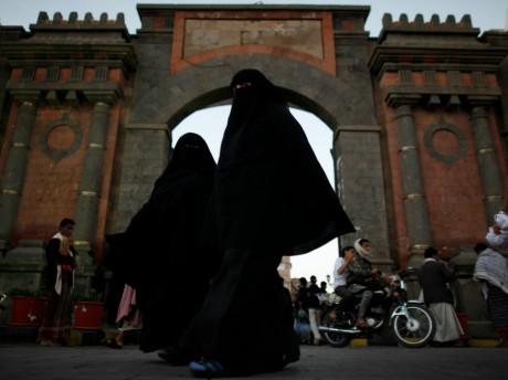 Femmes voilées a Sana au Yémen, REUTERS / Khaled Abdullah
