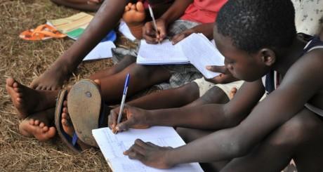 Des élèves dans un camp de déplacés à Bangui, février 2014. ISSOUF SANOGO/AFP