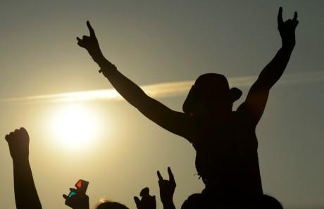 Une fan de heavy metal durant le Wacken Open Air Festival en Allemagne, REUTERS/Fabian Bimmer