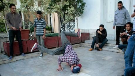 Un groupe d'adolescents pratiquant du break dance à Tunis, REUTERS / Zoubeir Souissi