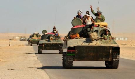 Rebelles libyens dans la ville de Al Noflea pendant la révolution, REUTERS / Esam Al-Fetori