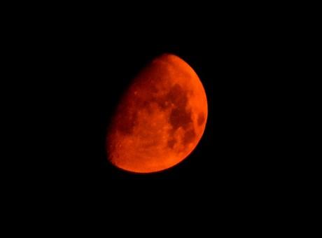Vue de lune rouge en Californie aux États-Unis, REUTERS / Gene Blevins