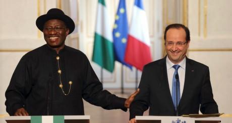 Les présidents nigérian, Goodluck Jonathan, et français, François Hollande, Paris, février 2013. REUTERS/Philippe Wojazer