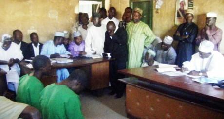 Les quatre homosexuels lors de leur procès à Bauchi, Nigeria / AFP
