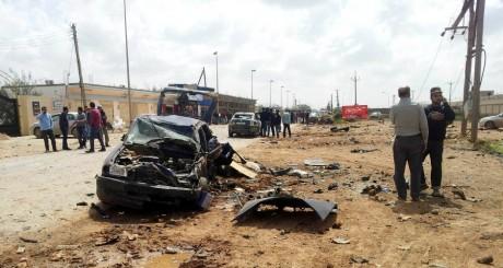 Après l'attaque à la voiture piégée du 17 mars à Benghazi / REUTERS