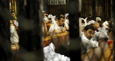 Des accusés dans une salle d'audience du tribunal, Le Caire, 2012 / AFP