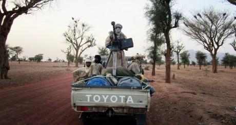 Un véhicule des islamistes d'Ansar Dine, entre Gao et Kidal, juin 2012 / REUTERS