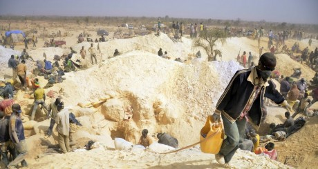 Minuers dans une mine clandestine, février 2014, Burkina Faso / AFP