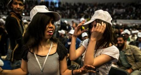 De jeunes Algériens pendant la campagne pour la présidentielle du 17 avril / REUTERS