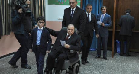 Abdelaziz Bouteflika, à Alger, 17 avril 2014 / AFP