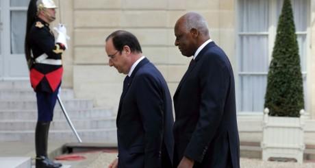 Les présidents angolais et français, à l'Elysée, 29 avril 2014 / REUTERS
