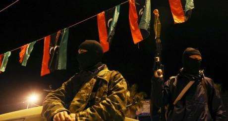 Un groupe de miliciens libyens à Benghazi, 30 mars 2014 / REUTERS