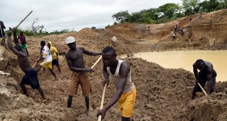 Les orpailleurs de la mine d'or de Gaga, à l'ouest de la Centrafrique / AFP