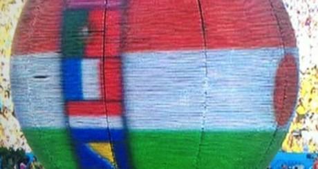 Drapeau du Niger présenté le 12 juin à la place de celui du Nigeria / DR