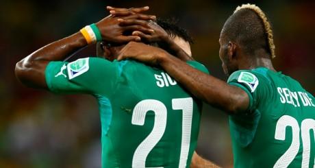 Les Ivoiriens Geoffrey Sere et Giovanni Sio après la défaite face à la Grèce / REUTERS