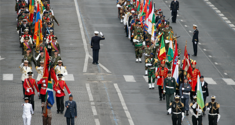 Troupes étrangères invitées au défilé du 14 juillet, Paris, 2014 / REUTERS