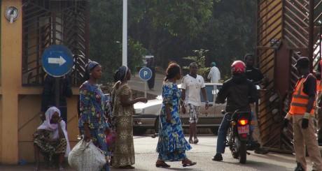 L'entrée de l'hôpital de Donka, à Conakry (Guinée) / REUTERS