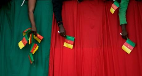 Drapeaux brandis par des supporteurs lors de la Coupe du monde 2010, en Afrique du Sud / REUTERS
