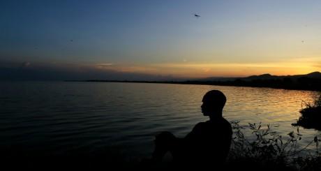 Coucher de soleil sur le lac Albert, au nord de l'Ouganda / REUTERS