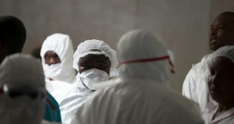 Des personnels de santé dans un hôpital de Monrovia, Liberia / REUTERS