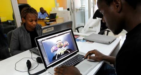 Des développeurs au Kenya, pays qui travaille sur un projet de Savannah Valley / REUTERS
