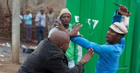 Emmanuel Sithole attaqué par des hommes armés à Alexandra. Photo James Oatway