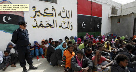 Des migrants illégaux au centre de détention d'Abu Saleem, à Tripoli, le 21 avril 2015 | REUTERS/Ismail Zitouny