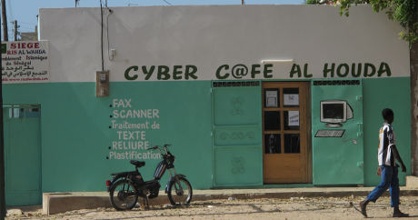 Un cyber café. hn via Flickr