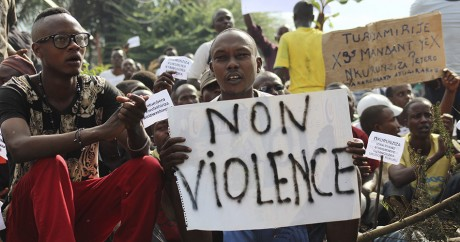 Des opposants au président Pierre Nkurunziza, le 4 mai 2015 à Bujumbara. Photo REUTERS/Jean Pierre Aime Harerimana