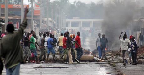 Des opposants au président Pierre Nkurunziza, le 5 mai 2015 à Bujumbara. Photo REUTERS/Jean Pierre Aime Harerimana