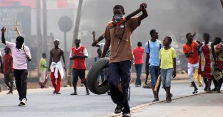 Des manifestants dans les rues de Bujumbura, le 7 mai 2015. REUTERS/Jean Pierre Aime Harerimana