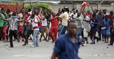Des opposants au Président Pierre Nkurunziza, le 13 mai 2015 à Bujumbara. REUTERS/Goran Tomasevic