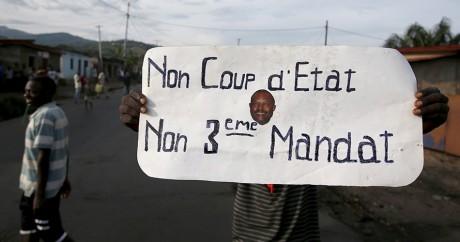 Un manifestant le 19 mai 2015 à Bujumbara. REUTERS/Goran Tomasevic