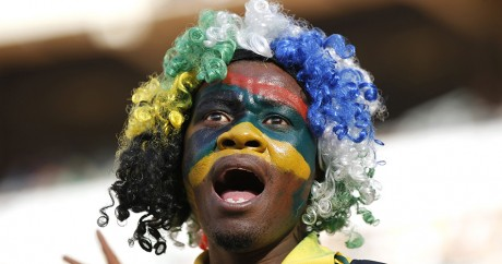 Un supporter sud-africain. REUTERS/Siphiwe Sibeko