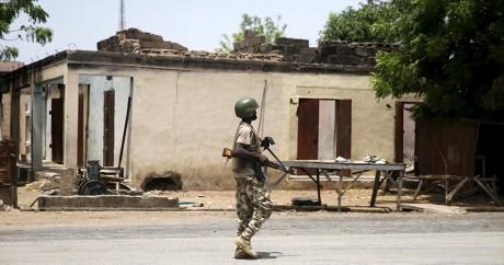 Un soldat nigérian à Adamawa, le 10 mai 2015. REUTERS/Akintunde Akinleye