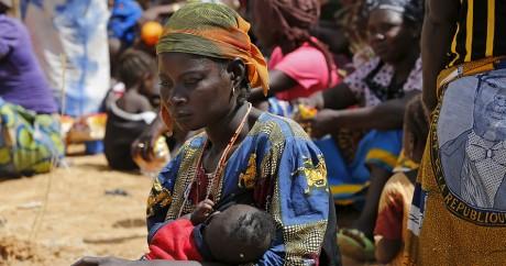 Une femme nigériane évacuée de son village après une attaque de Boko Haram. REUTERS/Afolabi Sotunde