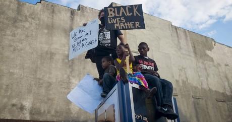 Des enfants manifestent à Baltimore, le 2 mai 2015. REUTERS/Eric Thayer