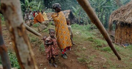 Un village Batwa en Ouganda. REUTERS/Euan Denholm
