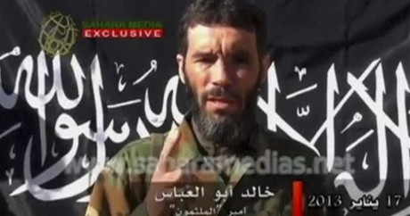 Mokhtar Belmokhtar dans une vidéo diffusée sur Sahara Media en avril 2013. REUTERS/Sahara Media via Reuters TV