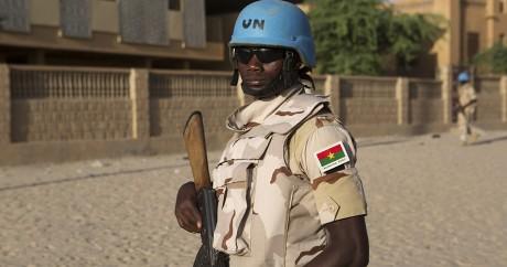 Un soldat burkinabé sous les couleurs de l'ONU. REUTERS/Joe Penney