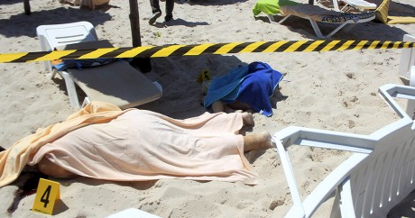 Des victimes de l'attaque de Sousse, le vendredi 26 juin 2015. REUTERS/Amine Ben Aziza