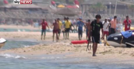 Seifeddine Rezgui sur la plage El-Kantaoui à Sousse (Sky News).