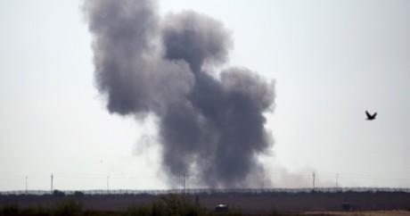 Un nuage de fumée au dessus de la ville de Sheikh Zuwad, mercredi 1er juillet. REUTERS/Amir Cohen
