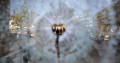 Un éclat de balle sur une vitre de l'hôtel Imperial Marhaba à Sousse. REUTERS/Zoubeir Souissi