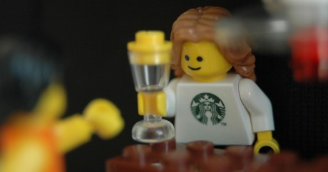 Starbucks in the Lego City Crédit photo: Keiichiro Shikano via Flickr, Licensed by CC