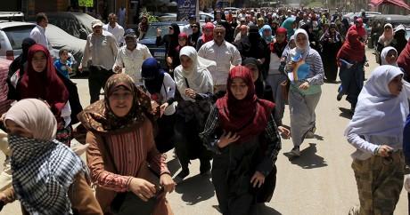 Des partisans des frères musulmans fuient après des affrontements avec la police. REUTERS/Amr Abdallah Dalsh