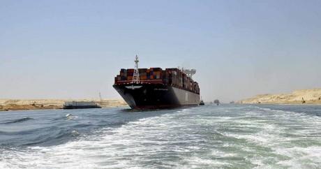 Un cargo emprunte le nouveau canal de Suez le 25 juillet 2015. Crédit photo: REUTERS/Stringer