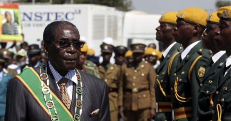 Robert Mugabe, 91 ans, dirige toujours le Zimbabwe d'une main de fer. Photo: REUTERS/Philimon Bulawayo